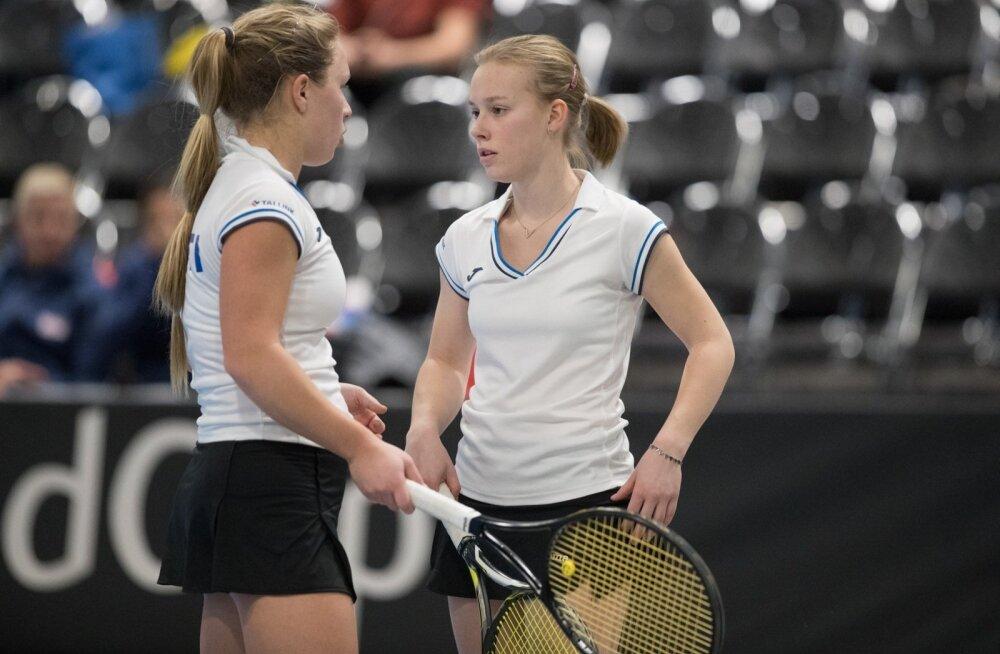 Elena Malõgina (paremal) ja Saara Orav Fed Cupi turniiril Tallinnas