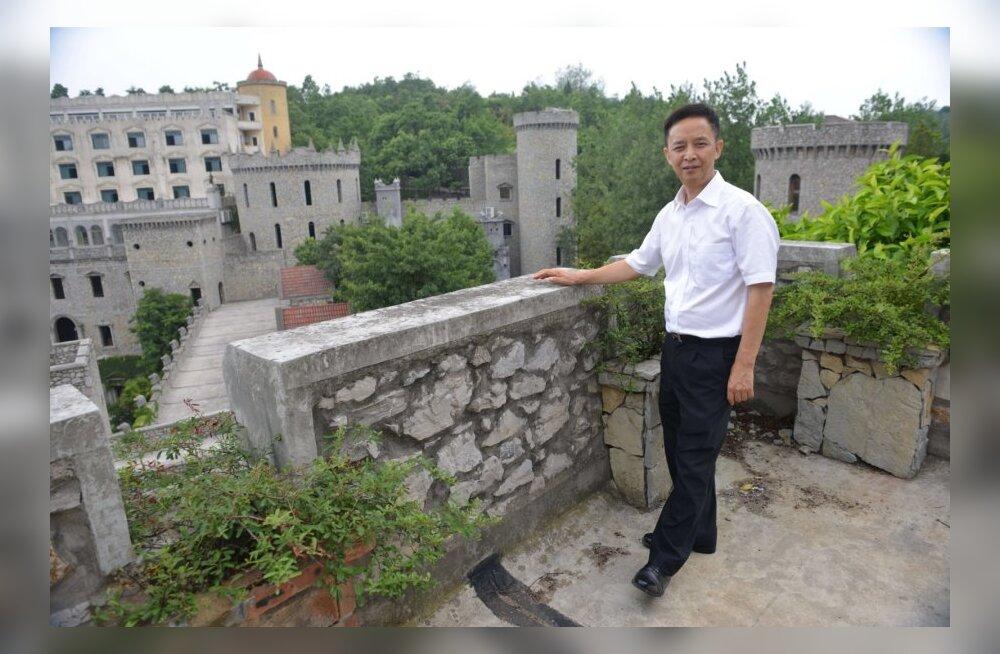 Hiina miljonär Liu Chonghua ühes oma lossis Chongqingi lähedal.