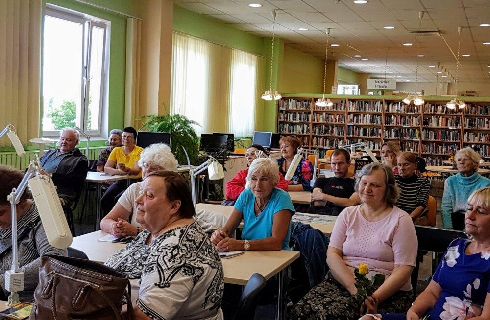 Võrumaa raamatusõbrad Võrumaa Keskraamatukogus Virve Osilaga kohtumas
