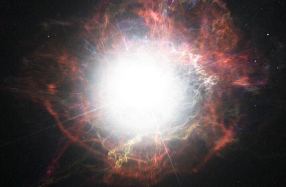 Suur täht sureb juba kolmandat aastat ja astronoomid ei tea, miks