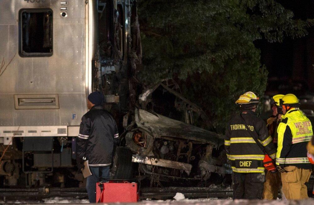 FOTOD ja VIDEO: Reisirongi ja auto kokkupõrkes New Yorgi lähedal hukkus seitse inimest