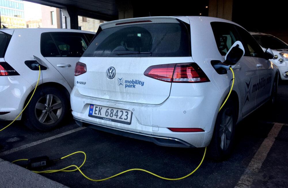Только электромобили к 2025 году: Как Норвегия переходит на новые машины