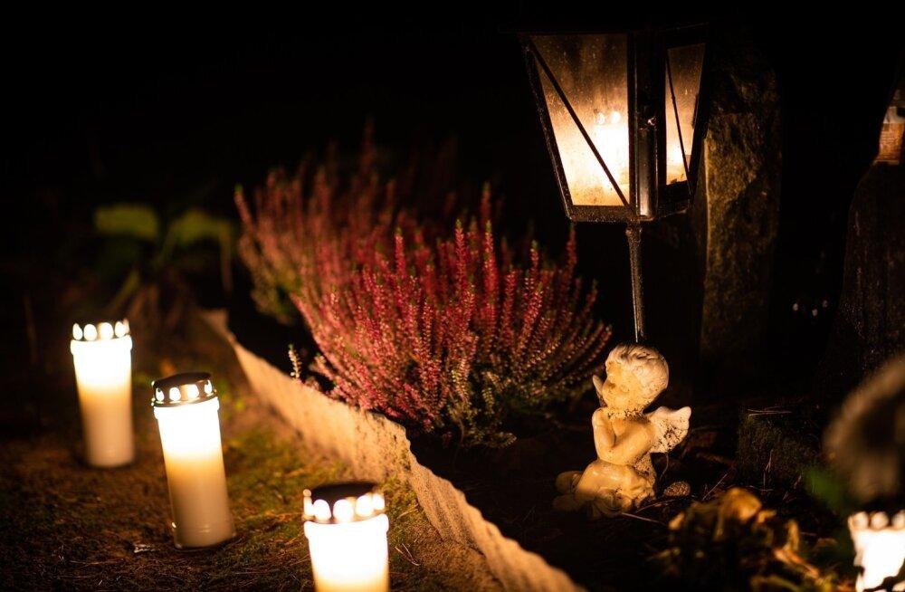 Hingedepäeva küünlad Metsakalmistul