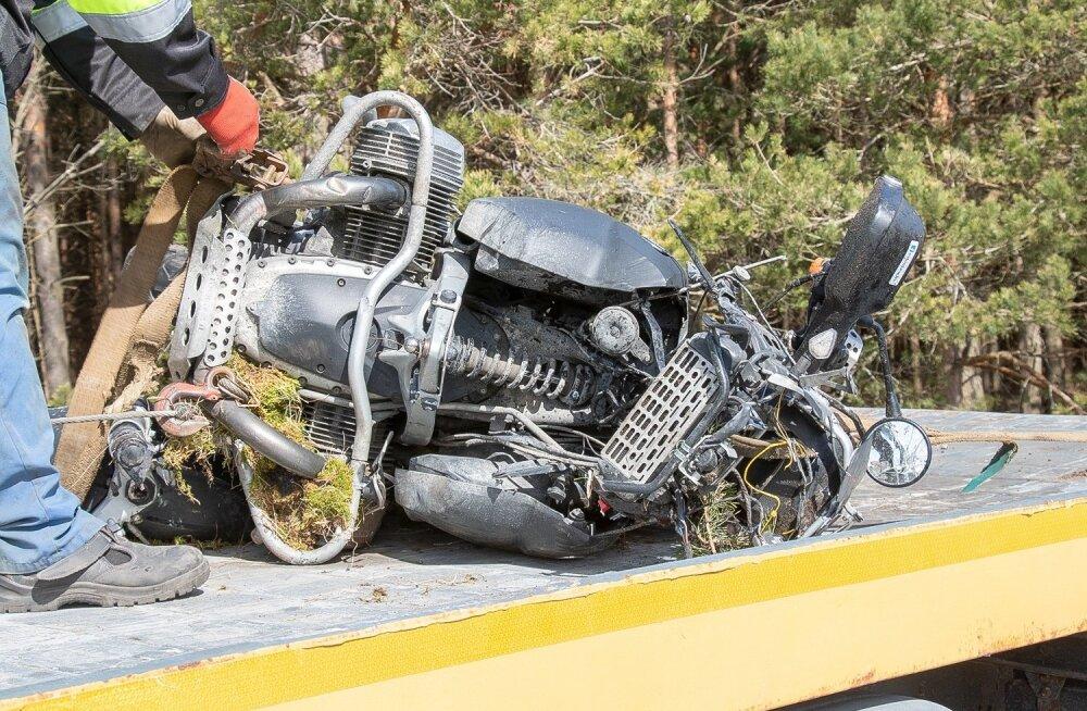 Liiklusõnnetus Saaremaal, mootorrattur hukkus
