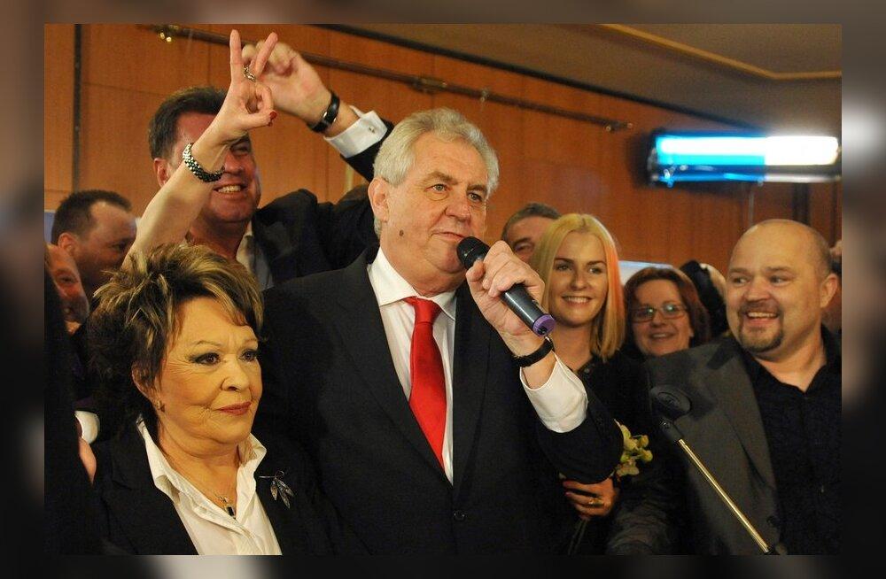 Tšehhi esimeseks otse valitud presidendiks sai vasakpoolne Miloš Zeman.