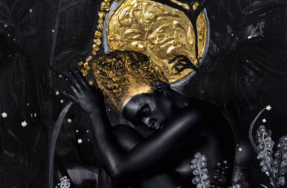 Темная, золотая и многослойная — символистская выставка Лины Айрис Виктор в Fotografiska