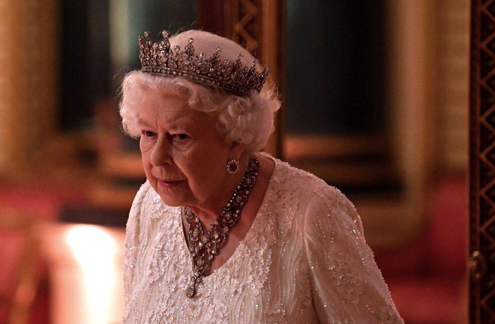 FOTO   Armas! Vaata, kelle pilti hoiab kuninganna Elizabeth II kodus laua peal
