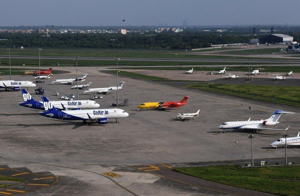 Liinilennukid kõrvuti eralennukitega Indias