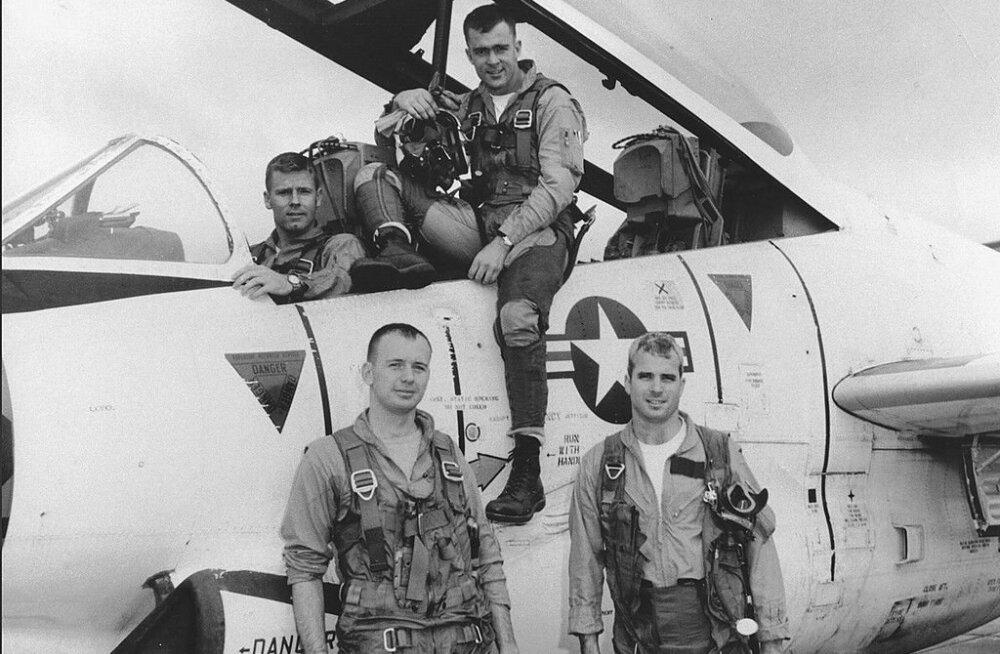 John McCaini viis aastat Vietnami põrgus