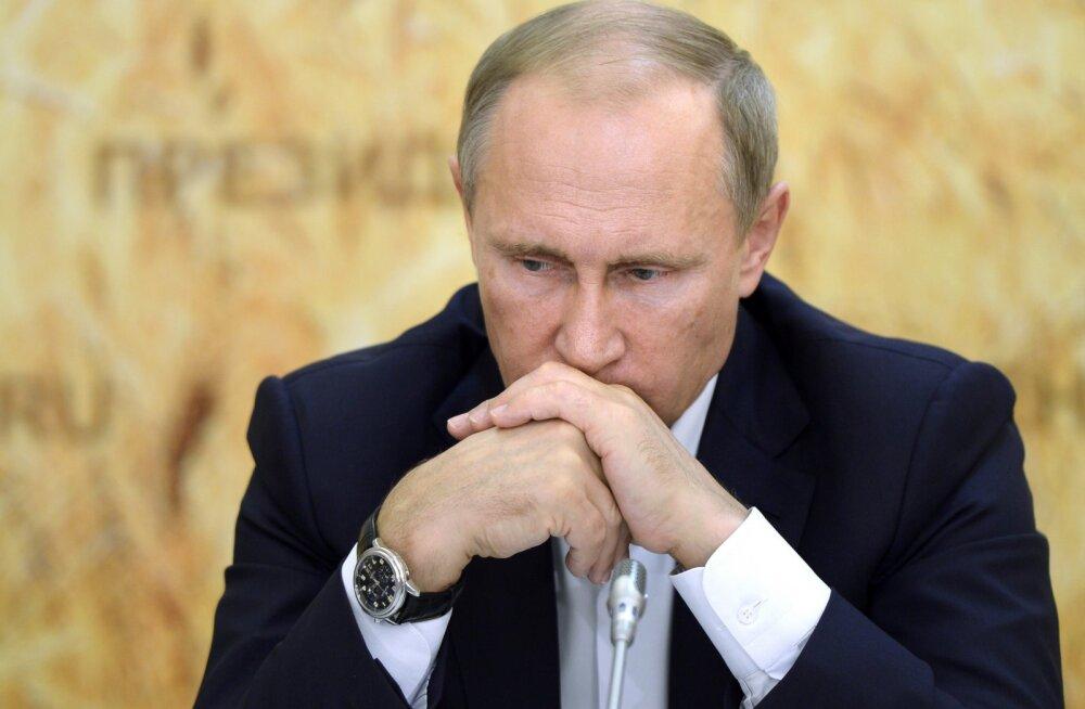 Putin kiitis heaks salastatud kulude osa suurendamise eelarves