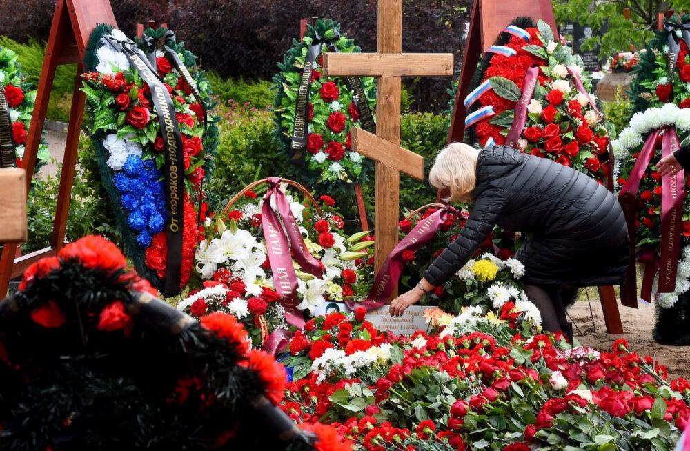 """Военные на похоронах погибших в Баренцевом море подводников заявили о предотвращении """"катастрофы планетарного масштаба"""""""