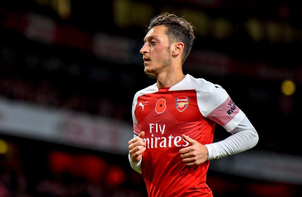 VIDEO | Arsenali staarid korraldasid mõned päevad enne hooaja algust ööklubis raju peo, Özil tõmbas end naerugaasist poolteadvusetuks