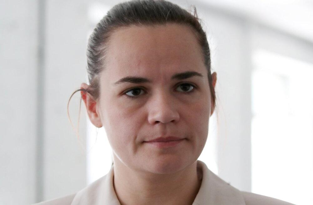 Valgevene presidendikandidaat Tsihhanovskaja põgenes Leetu ja kutsus oma toetajaid protestiaktsioone lõpetama