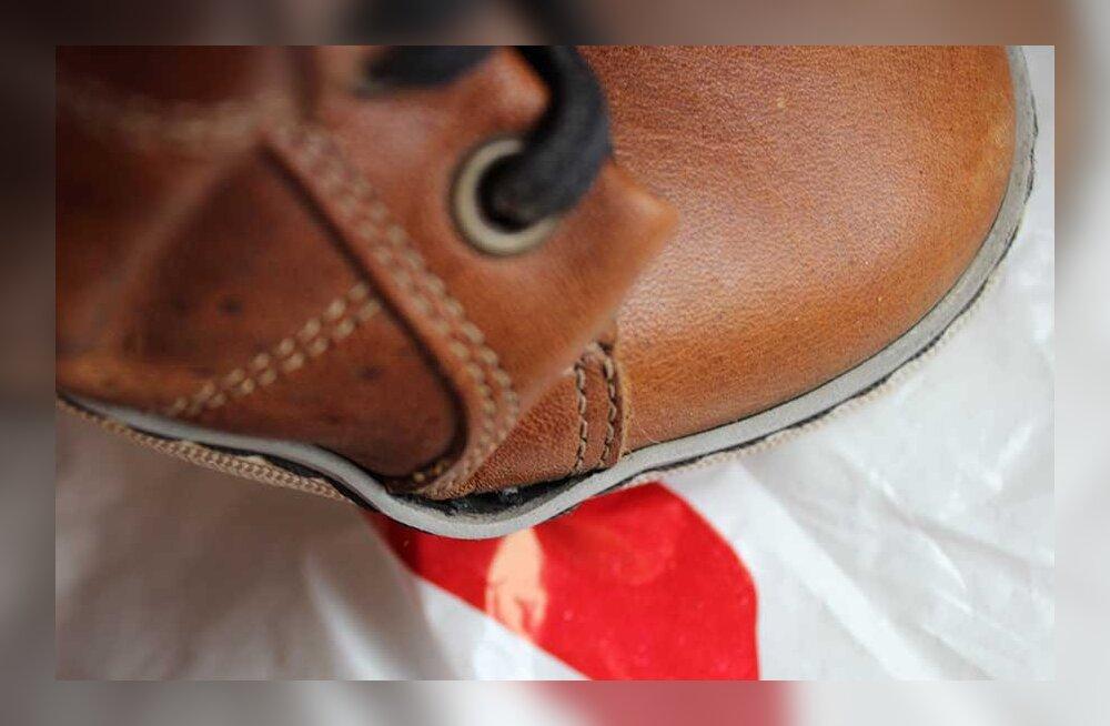 Покупатель не поленился сделать две экспертизы и все-таки вернул деньги за некачественные ботинки