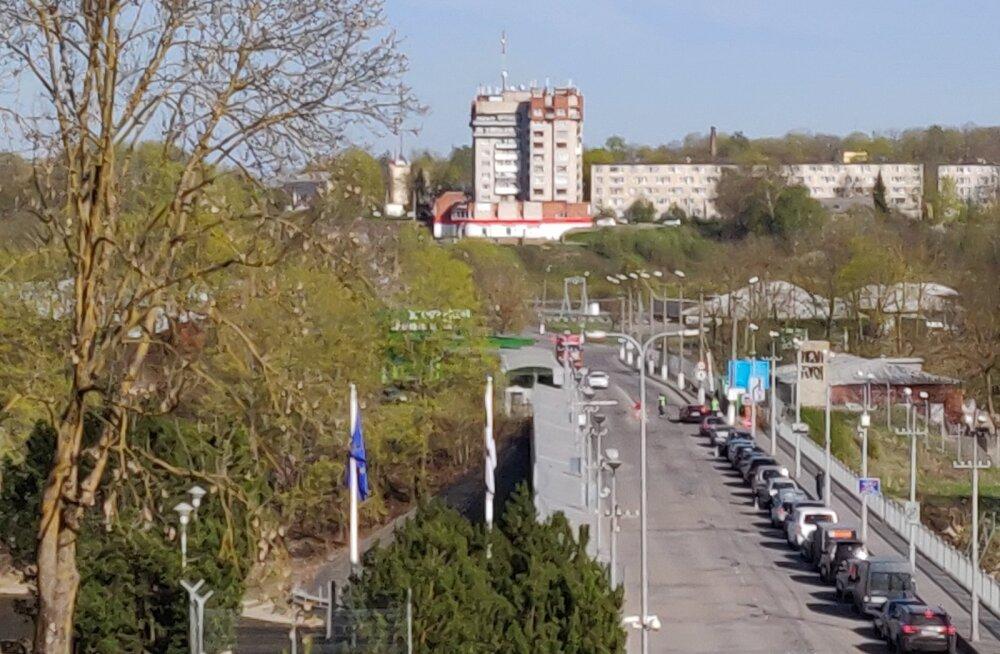 На нарвском участке границы с Россией пробки стали обычным делом. В конце майских праздников будет настоящий коллапс?