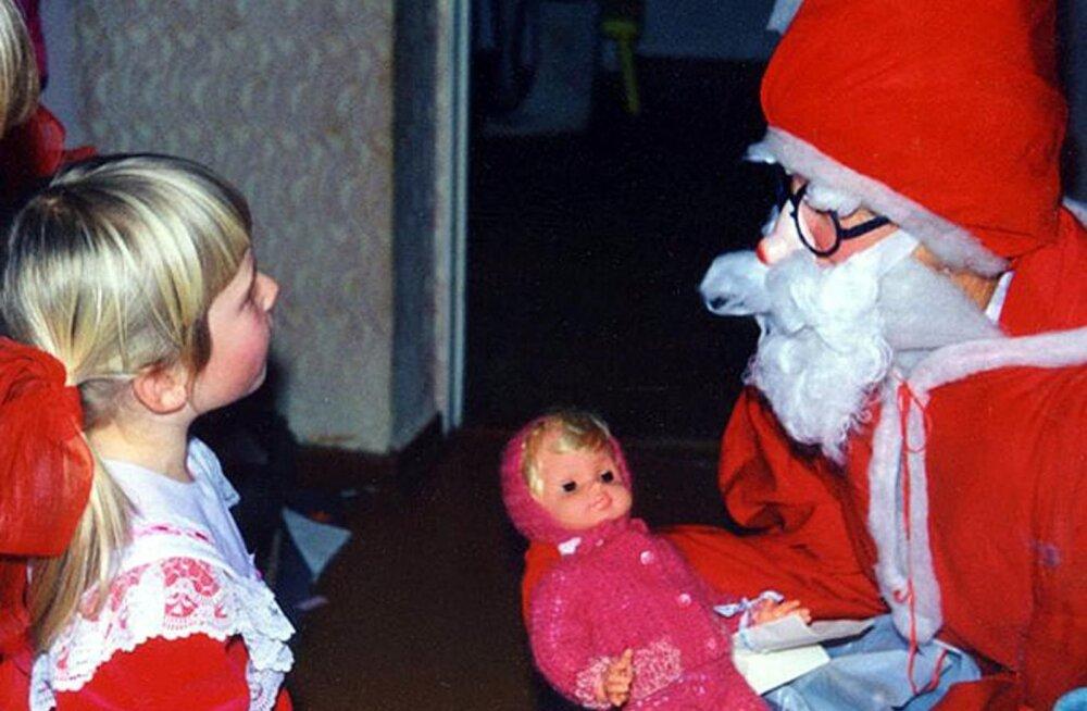 Memme-taadi jõulud 60 aastat tagasi: jõuluõhtul katsime aknad tihedasti kinni, et ükski valguskiir välja ei paistaks...