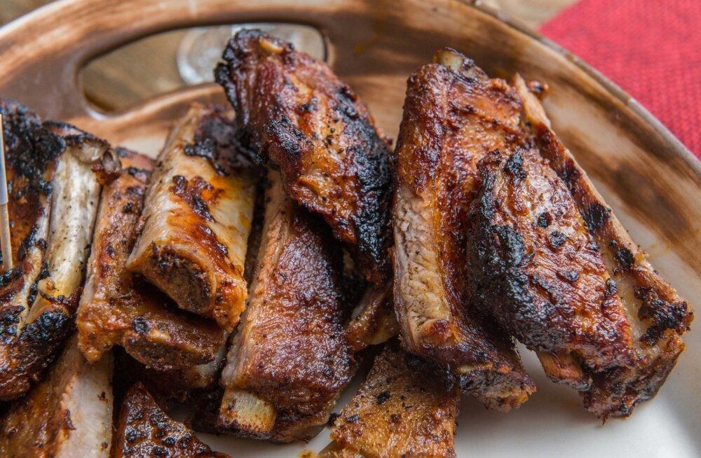 Grillilt tulnud rasvane ribi on üks eestlaste eelistusi.
