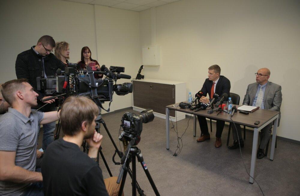 2017. aasta oktoobris toimunud pressikonverents, kus kaitsepolitsei pressiesindaja Harrys Puusepp ja Lõuna ringkonnaprokuratuuri eriasjade prokurör Margus Gross (laua taga paremal) teatavad, et Valvo Semilarskit ja Artjom Suvorovit kahtlustatakse mitmes korruptsioonikuriteos.