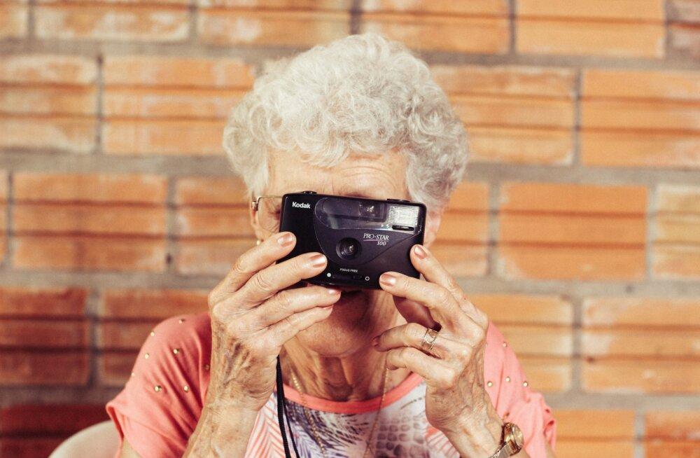 25 märki, mis vihjavad, et sa oled vana naine noore naise kehas
