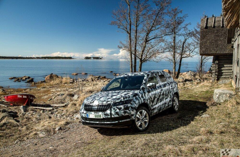 Maskeeritud väike linnamaastur Škoda Karoq ilmutas enne esmaesitlust ennast Eestis