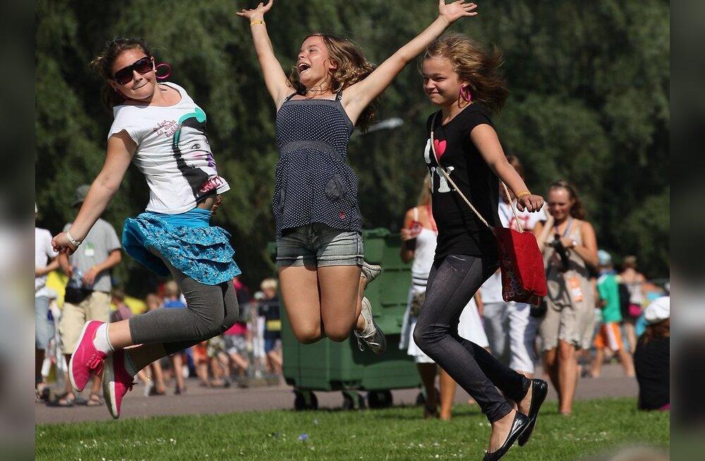 FOTOD: Vaata, kuidas tantsijad-lauljad õhtuseks peoks valmistusid!