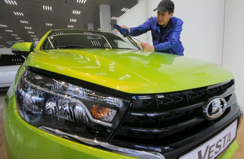 """""""АвтоВАЗ"""" повысит цены на все автомобили с 2020 года. Сколько теперь будет стоить Lada?"""