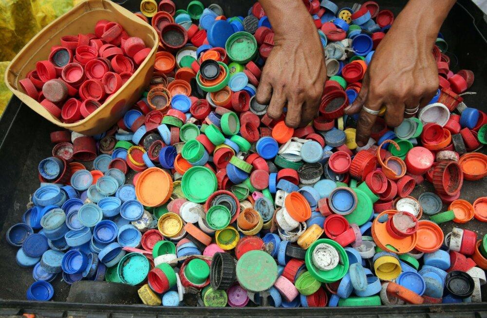 Otsus: plastkorgid jäävad pudelite külge, lisaks tuleb riikidel käima lükata taarasüsteem