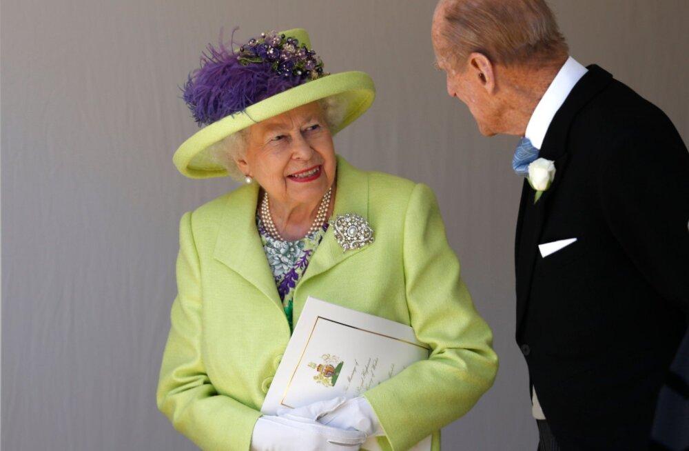 KLÕPS | 72 aastat abielu! Vaata, millise nunnu retrokaadriga soovisid Elizabeth II-le ja Philipile pulma-aastapäeva puhul õnne lapselapsed