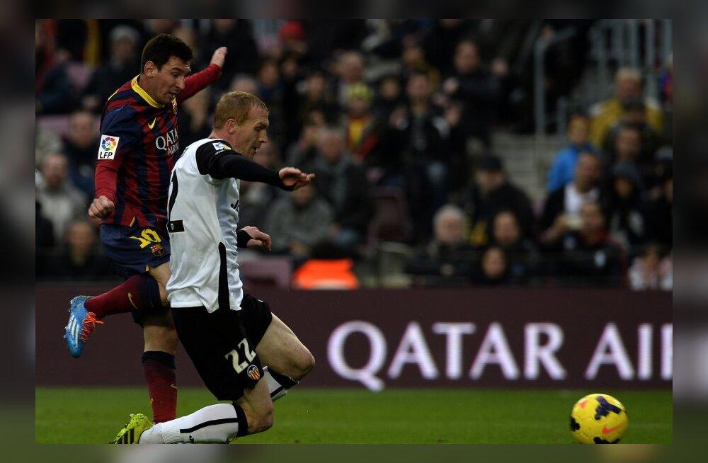 Mathieu takistamas Messit