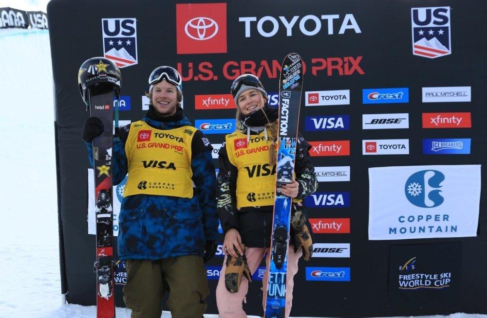 Kelly Sildaru ja Copperis meeste rennisõidu võitnud ameeriklane Aaron Blunck.