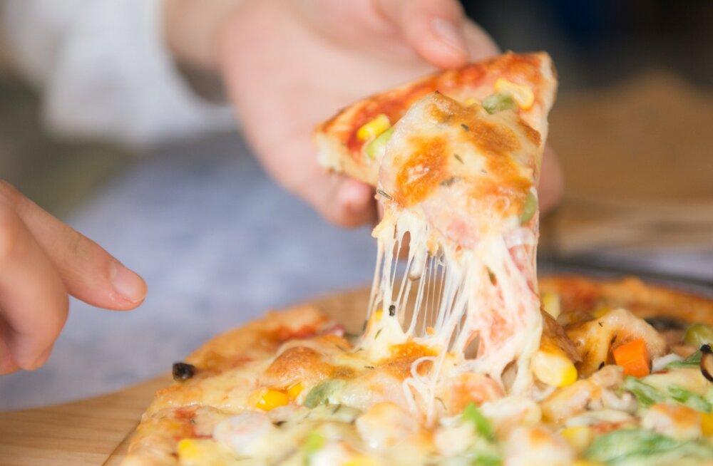 Бесплатная пицца стимулирует работников лучше, чем денежные бонусы
