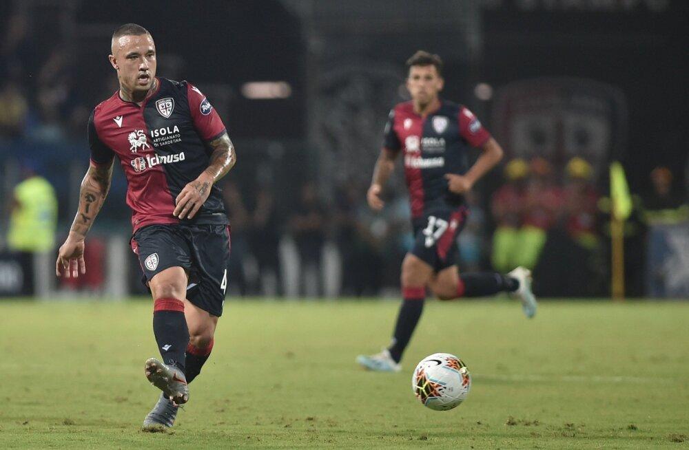Cagliari mängumehed kohtumises Verona Hellase vastu.