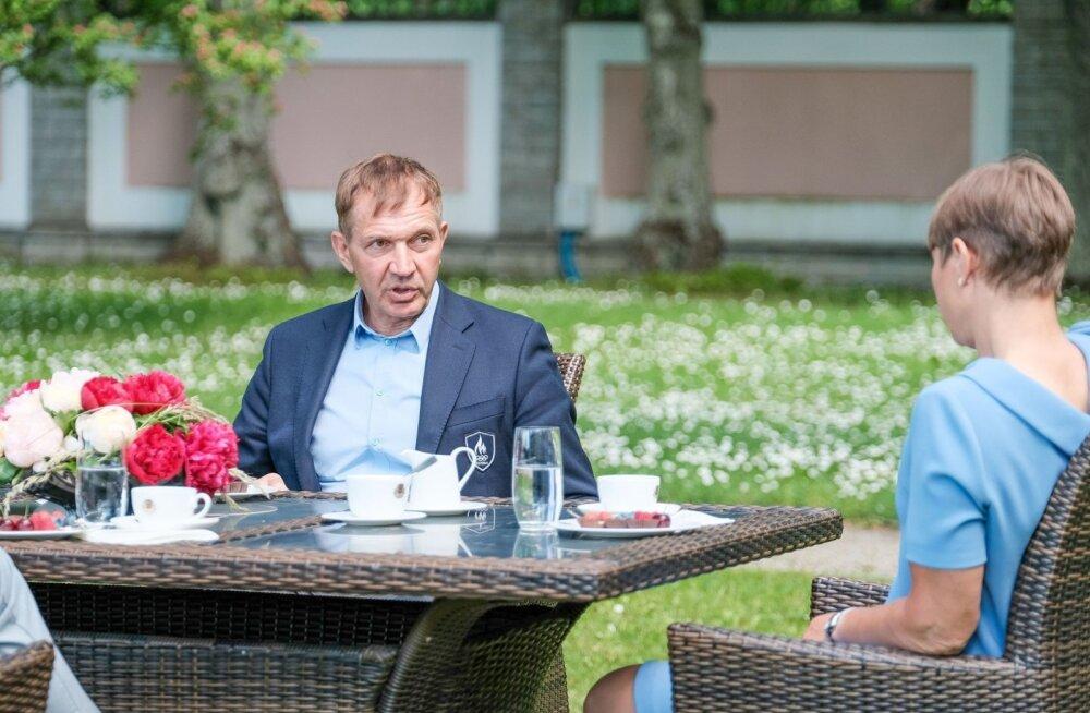 FOTOD | Sõõrumaa ja Sukles käisid Kaljulaidiga roosiaias kohvi joomas