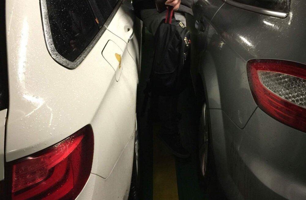 LUGEJA: Laeval ei pääsenud autost sisse ega välja