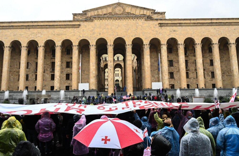 Gruusia parlamendivalimistel hõivas valitsev erakond 150 kohast 91. Opositsioon boikottis teist vooru