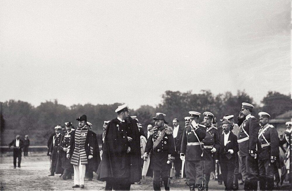 DIPLOMAATIA MEREL: Saksa ja Vene keisri kohtumine Tallinna reidil juulis 1902. Eesti Filmiarhiiv.