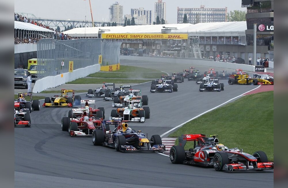 McLaren Formula One driver Lewis Hamilton of Britain leads the field at the start of the Canadian F1 Grand Prix in Montreal June 13, 2010.  REUTERS/Jason Reed  (CANADA - Tags: SPORT MOTOR RACING)