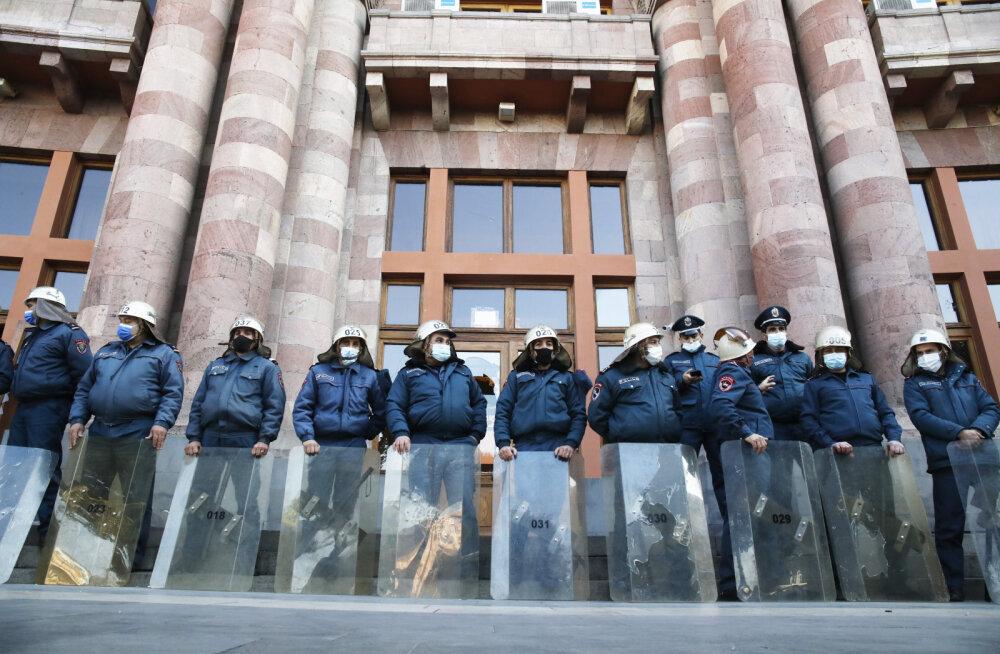 Соглашение по Карабаху: в Ереване протестующие требуют отставки Пашиняна