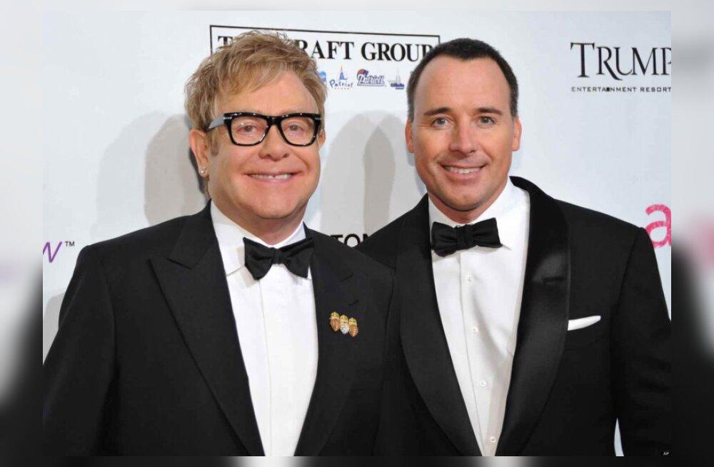 Elton John broneeris Tallinnas sõpradele 11 hotellituba
