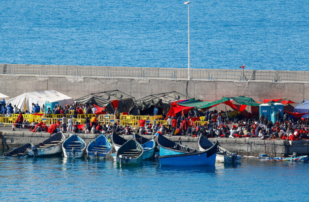Канарские острова вместо туристов захлестнула волна мигрантов