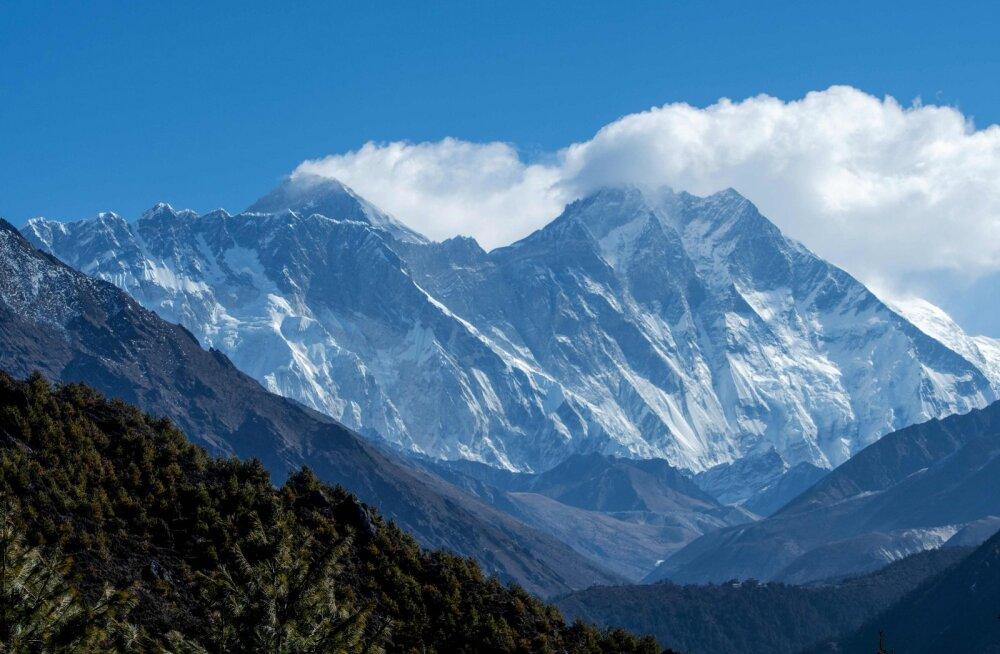Nepal ja Hiina leppisid kokku Mount Everesti senisest veidi suuremas kõrguses
