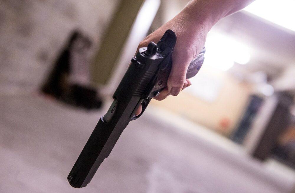 Loksa lähistel metsas tulistati 36-aastast meest. Sündmuskohal viibinud politsei lahkus vahetult enne laskmist
