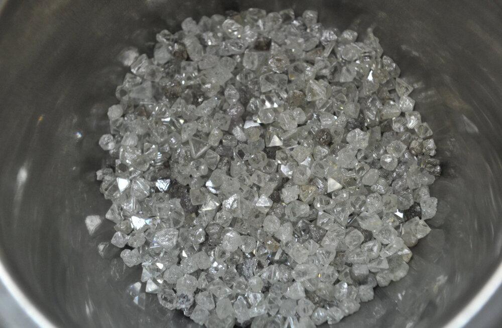 Teadlased selgitasid välja kuidas merepõhi teemantideks saab