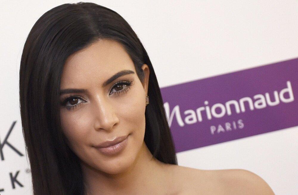 FOTOD: UPS! Alasti poseerinud Kim Kardashian jäi taaskord pilditöötlusega vahele