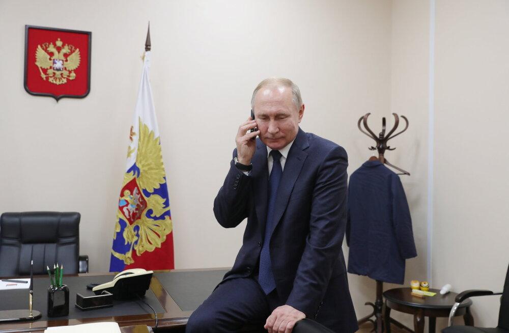 Bloomberg: Moskvat jahmatas protestide suurus Valgevenes, kuid Putin Lukašenka kukutamisse ei usu