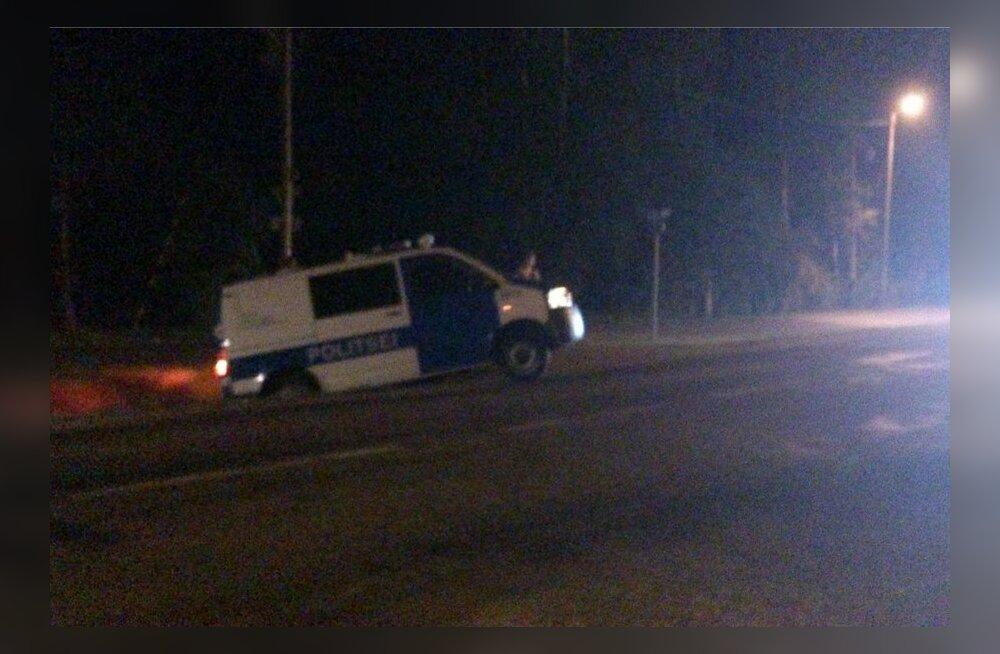 Muugal sõitis politseibuss kraavi