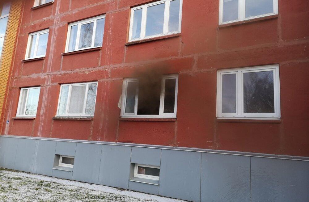 Tartus hukkus hooletusest alguse saanud tulekahjus mees