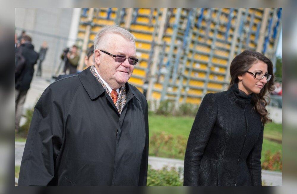 Savisaar keeldus kommenteerimast Toobali ja Laasi saadikupuutumatuse võimalikku äravõtmist.