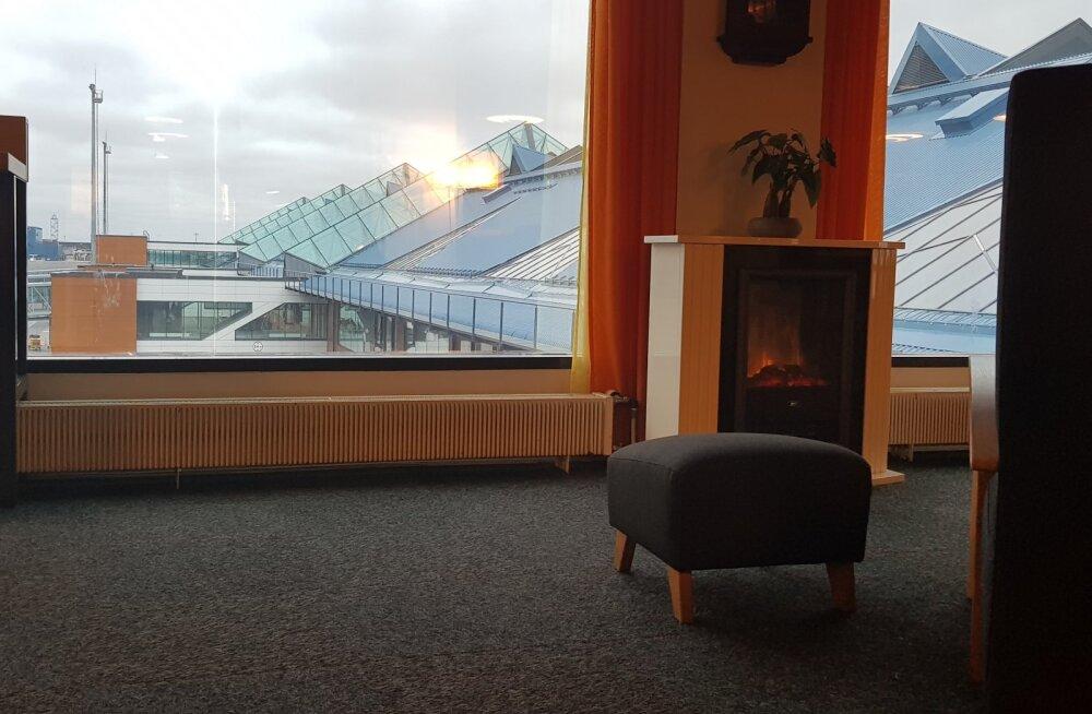 LOUNGISTA | Äriklassi Lounge ootesaal Tallinna lennujaamas: mida seal pakutakse töövõimaluste, toitlustuse ja lõõgastuse osas?