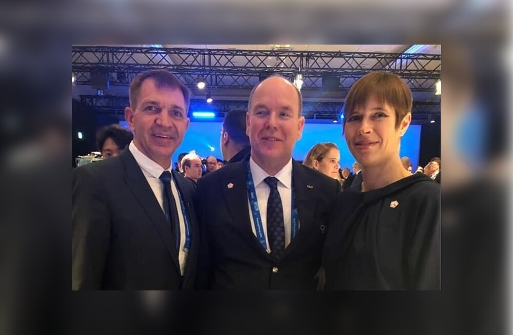 Eesti president Kersti Kaljulaid (vasakul) ROK-i poolt korraldatud vastuvõtul koos Monaco prints Alberti ja Eesti Olümpiakomitee presidendi Urmas Sõõrumaaga.